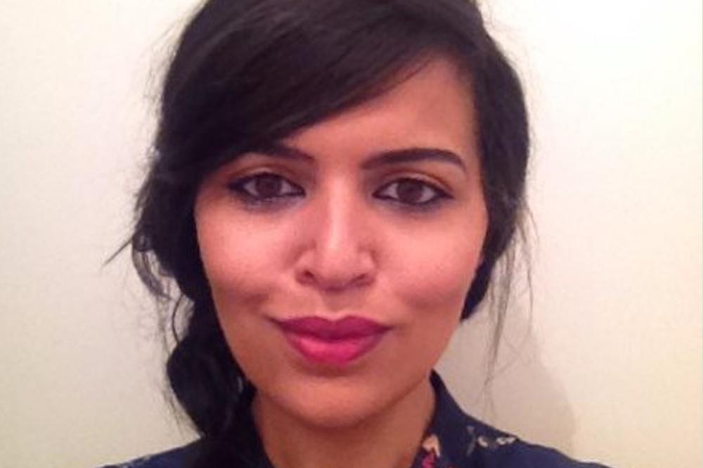 Chadya Sour teste son activité de commissaire d'exposition grâce à la couveuse d'entreprise.