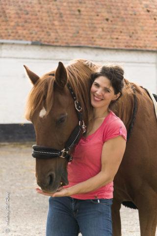 Spécialiste de la relation équine, Isabelle Masclet crée Pause Cheval – Chuchoteur de Bien-être